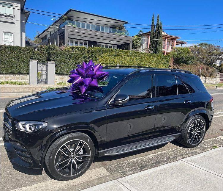澳洲名媛賈琴科買了一輛全新賓士車送9歲女兒琵西。(圖翻攝自roxyjacenko_IG)