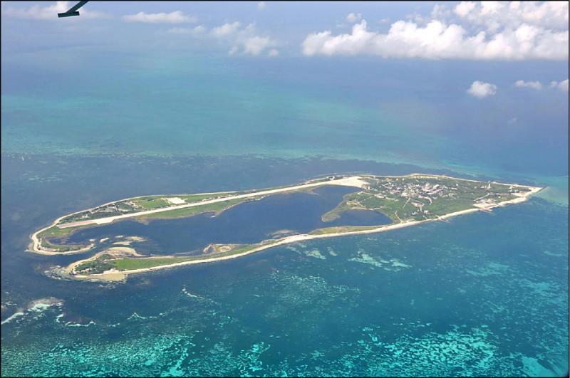 對於中共兩棲作戰能力與東沙島等外離島防衛,軍方官員昨表示,國軍與海巡署皆有縝密規劃,包括軍備運用、兵力調派,甚至「規復作戰」等皆有所整備。圖為東沙島。(中央社資料照)