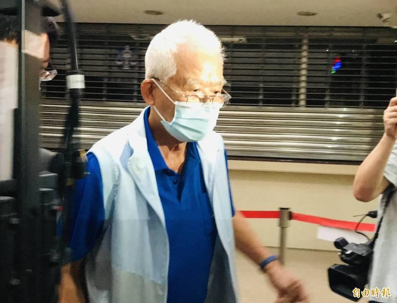 台灣糖業協會前董事長張有惠,今凌晨被依違反刑法背信罪諭令100萬元交保。(記者錢利忠攝)
