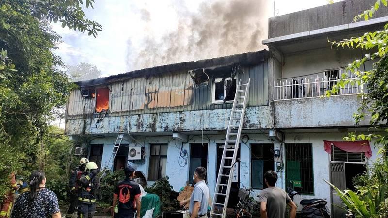 雙溪區一棟民宅今天上午火警,有1名女童無呼吸心跳。(記者林嘉東翻攝)
