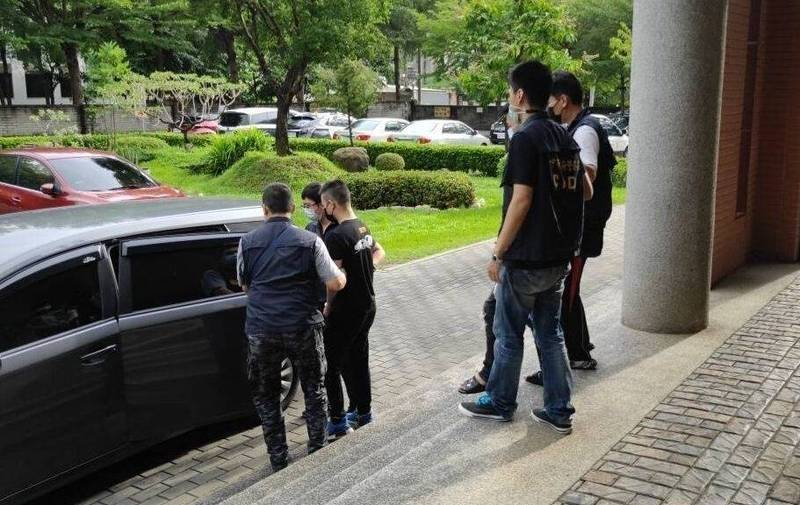 台中地院法官今天(5日)上午以3人涉嫌殺人重罪,裁定准予羈押。(記者陳建志翻攝)