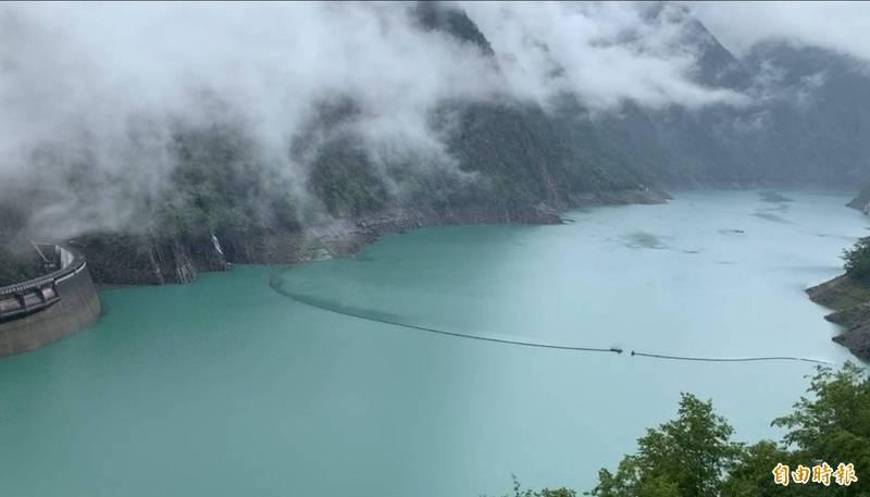 德基觀測站今天下午開始下雨,德基水庫再進帳269萬噸。(記者歐素美攝)