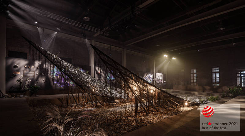 台灣文博會花蓮縣館「據說考古隊」展場用廢氣大里石材層層堆疊出複雜結構,表現出花蓮如何成為花蓮的多元樣貌。(花蓮縣文化局提供)