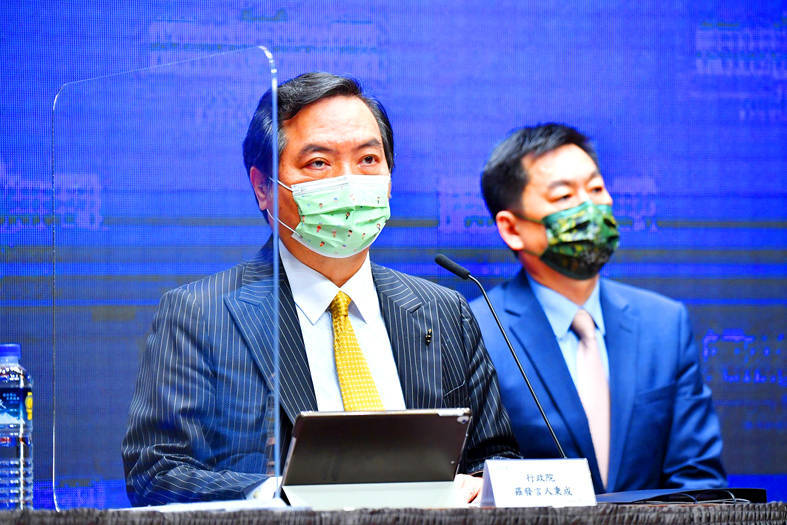 Executive Yuan spokesman Lo Ping-cheng speaks at a news conference in Taipei yesterday. Photo courtesy of the Executive Yuan
