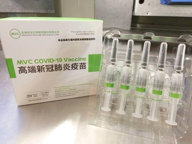 國產高端疫苗意願登記從99.7萬人降為98.1萬人,減少約1.6萬人,主要減少是勾選「莫德納、高端」、「AZ、莫德納、高端」,可能與第五輪預約接種莫德納有關。(資料照,食藥署提供)