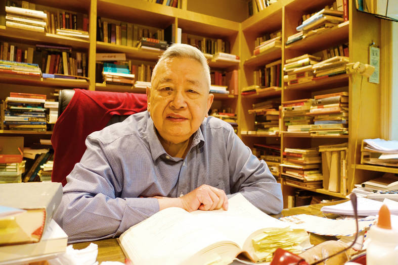 Historian Yu Ying-shih sits in his study at his home in New Jersey in an undated photograph. Photo courtesy of Asian Culture Publishing