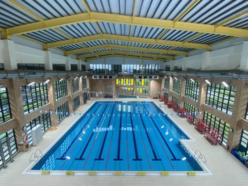 全國二級防疫警戒將從8月10日延長到8月23日,不過原本不開放的游泳池,10日後將有條件開放,也可以開授游泳課程。(五股國民運動中心提供)