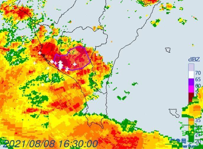 中央氣象局在今(8日)下午4時34分針對高雄市、屏東縣發布編號0277大雷雨即時訊息,持續至下午5時30分。(圖擷自中央氣象局)