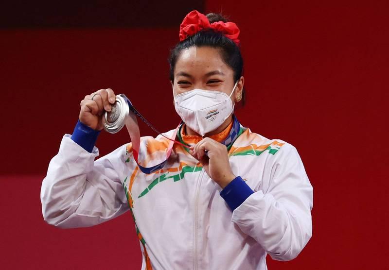 各國奪牌選手除獎金外,獎勵也各不同。印度舉重選手米拉拜·查努(Mirabai Chanu)奪得銀牌,除了得到約35萬美元的獎勵外,還得到現僱主印度鐵路局的公開承諾,將會給她升職。(路透)