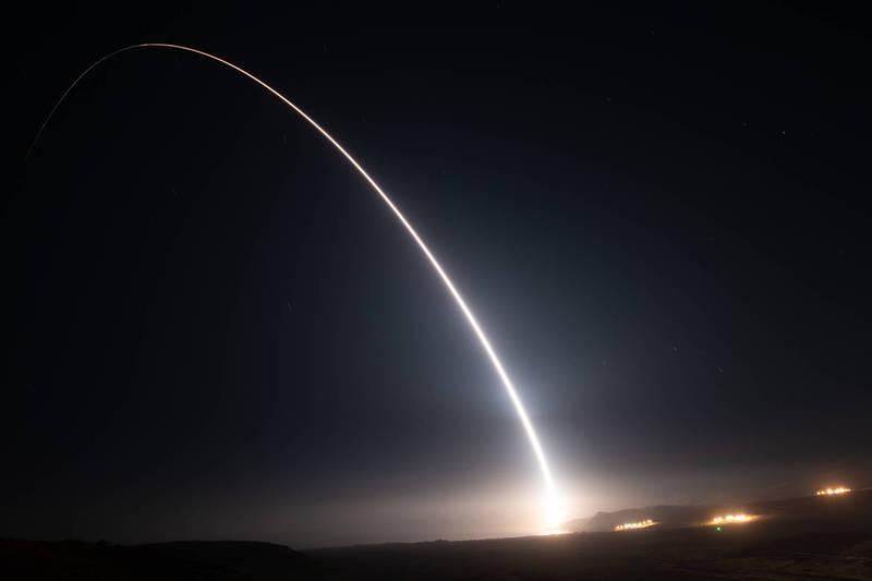 美軍說,洲際飛彈飛行6760公里成功擊中馬紹爾群島瓜加林環礁附近海域,順利引爆非核常規炸藥。(圖取自美軍官網)