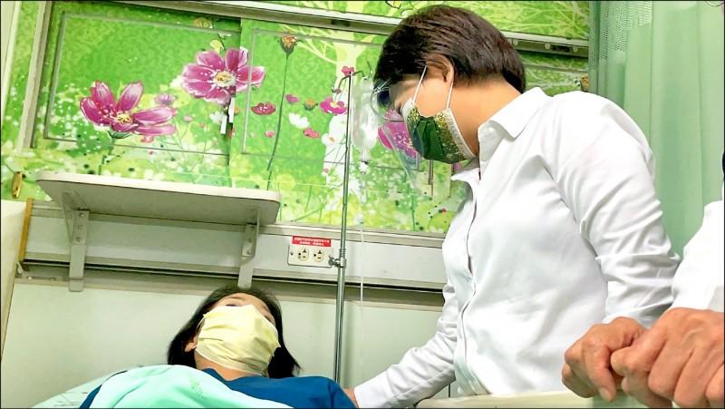 [新聞] 大里「天坑吞車」 女駕駛受傷
