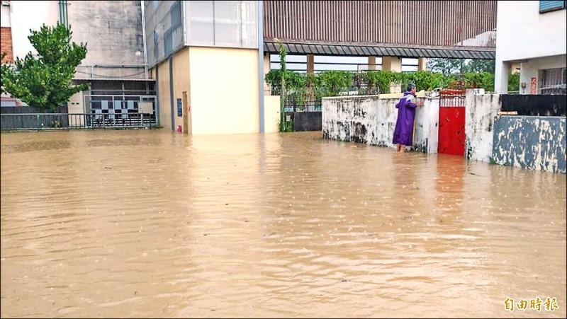 恆春工商周邊淹水數十年,屏縣府、鎮公所將規劃分洪道。(資料照,記者蔡宗憲攝)