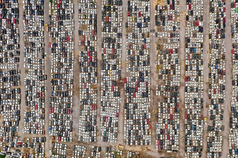 河南銀保監局黨委、副局長馬超週二(10日)透露,至少有23.8萬輛在報與洪災中損壞的車輛,被送往鄭州郊區的「汽車墳場」。(法新社檔案照)
