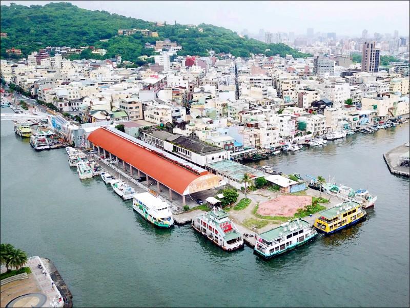 立委賴瑞隆爭取中央補助3千萬元,助高市府推動鼓山魚市場(圖中紅屋頂與旁邊建物)活化計畫。(賴瑞隆服務處提供攝)