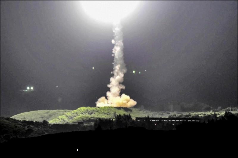 傳出國防部將編列高達兩千餘億元的特別預算案,置重點於產製具「源頭打擊」能力的飛彈。(資料照)