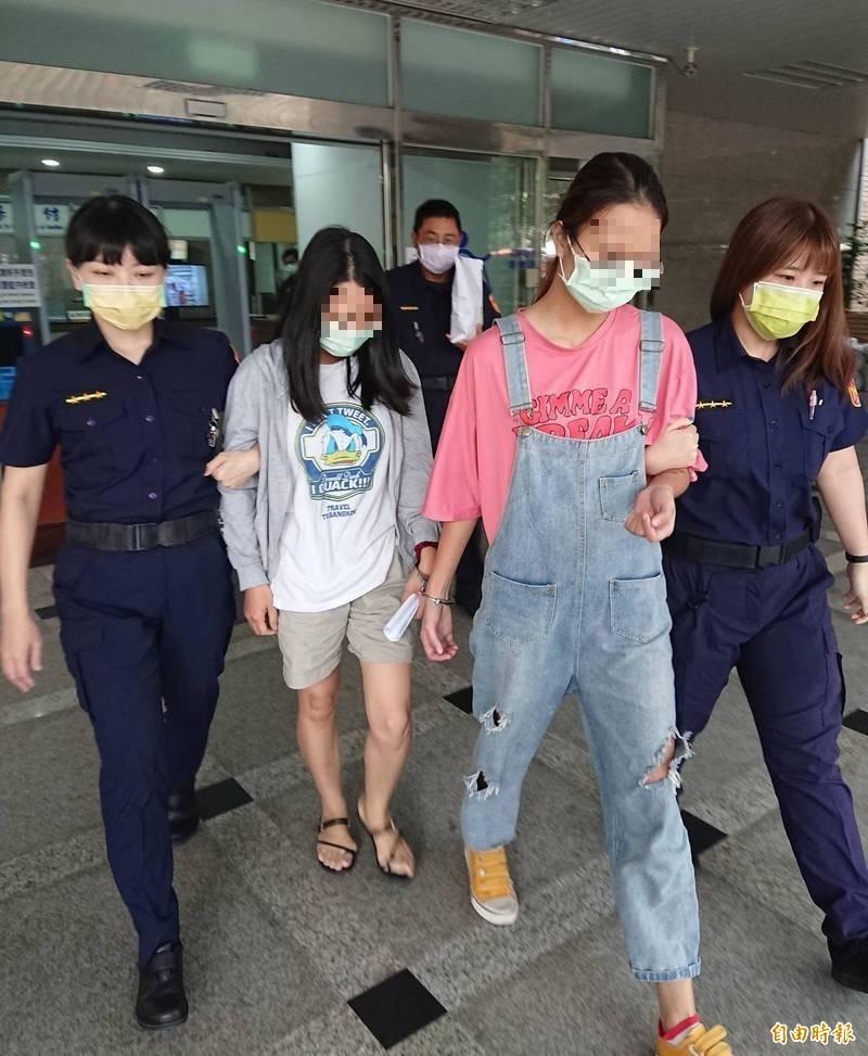 涉嫌走私的越南裔鄧姓婦人(圖左)及其阮姓女兒(圖右)。(記者王定傳攝)