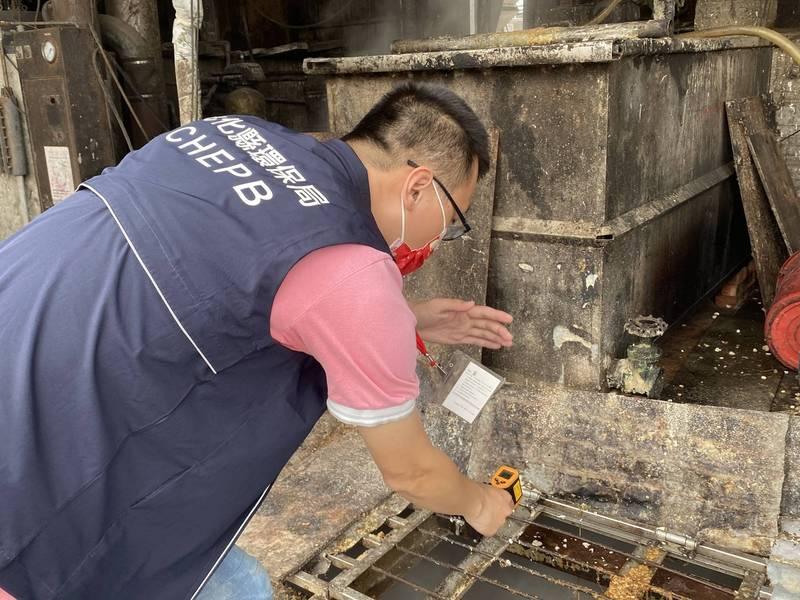 彰化縣目前有32家申請核准用廚餘當飼料餵豬的養豬場,環保局火速挨家挨戶全面複查,結果都符合標準作業程序。(環保局提供)