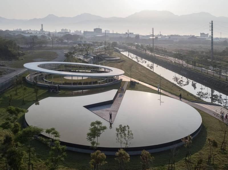 屏東縣民公園成功讓工業遺址重生。(屏縣府提供)