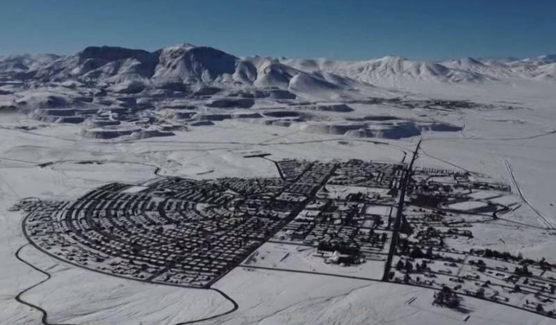 智利阿他加馬沙漠有「世界上最乾燥的地方」之稱,年雨量不到幾毫米,上週竟罕見地降下大雪,厚度達到15公分。(路透)