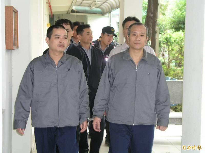 20年前綁架台中市副議長張宏年的薛球(前右)已過世,陳益華(前左)則寫信給張宏年,反而被告恐嚇。(資料照)