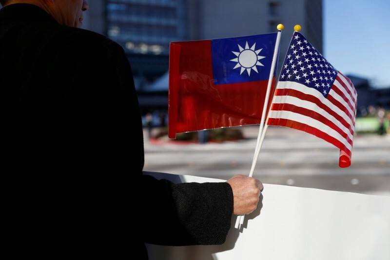台美關係官方與民間同步升溫,美智庫最新民調顯示,若中國武力犯台,美國民意有五十二%支持美軍防衛台灣,為近三十年調查以來首度過半。(路透資料照)