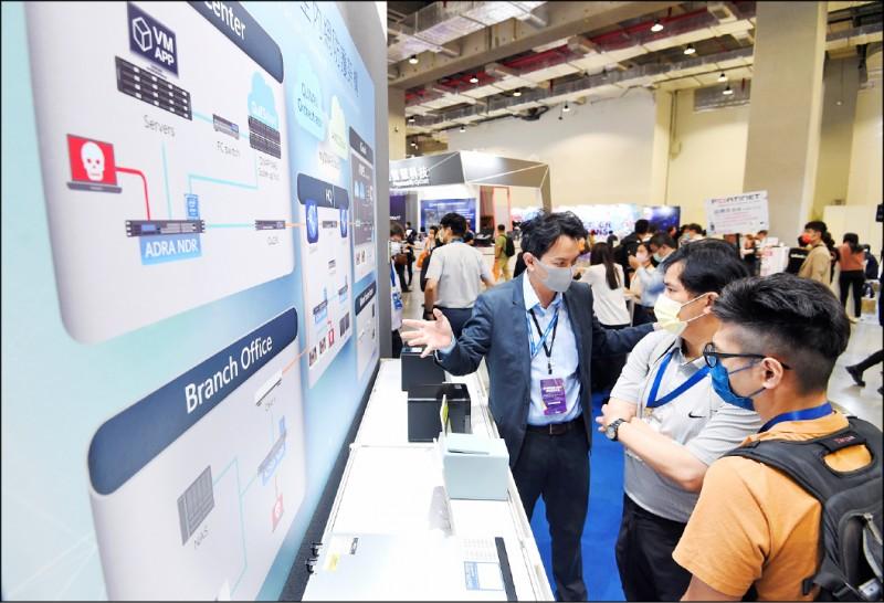 行政院提高我資訊安全實力,迎接5G時代來臨,將成立兩大國家級資安實驗室。圖為2021台灣資安大會的盛況。(資料照)