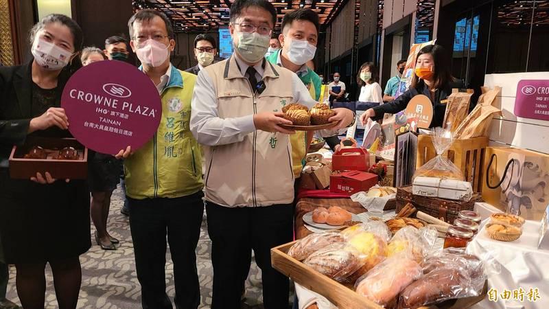 台南好康券宣布起跑,9月6日至明年2月6日住宿台南合法旅宿業,即可獲得,共有逾500種好康。(記者劉婉君攝)