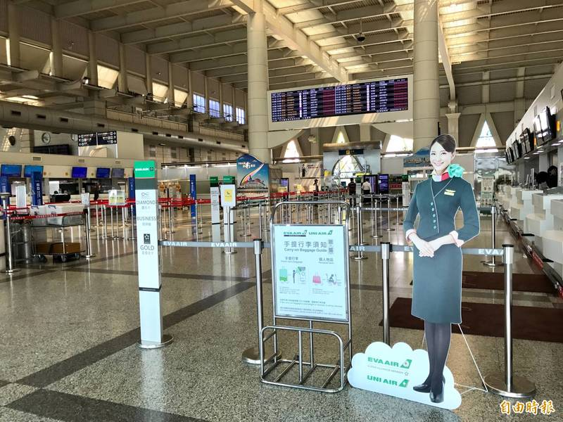 長榮副機長在小港機場未戴口罩聊天,長榮航空處分記1大過及停飛6個月;機長未盡督導責任的部分,則予以警告處分。示意圖。(資料照)