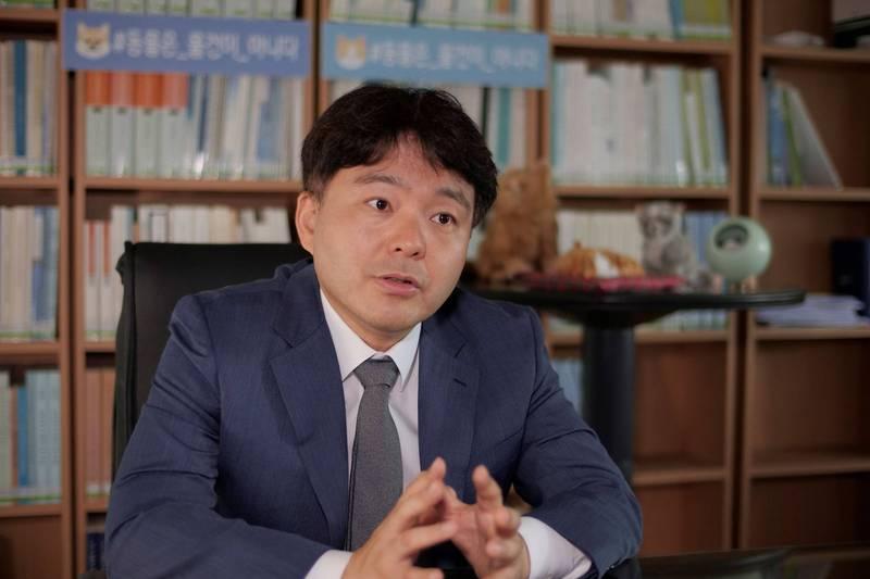 南韓司法部法律顧問鄭在民指出,現行法律制度恐怕將使社會大眾產生對某一類家庭型態的偏見。(路透)