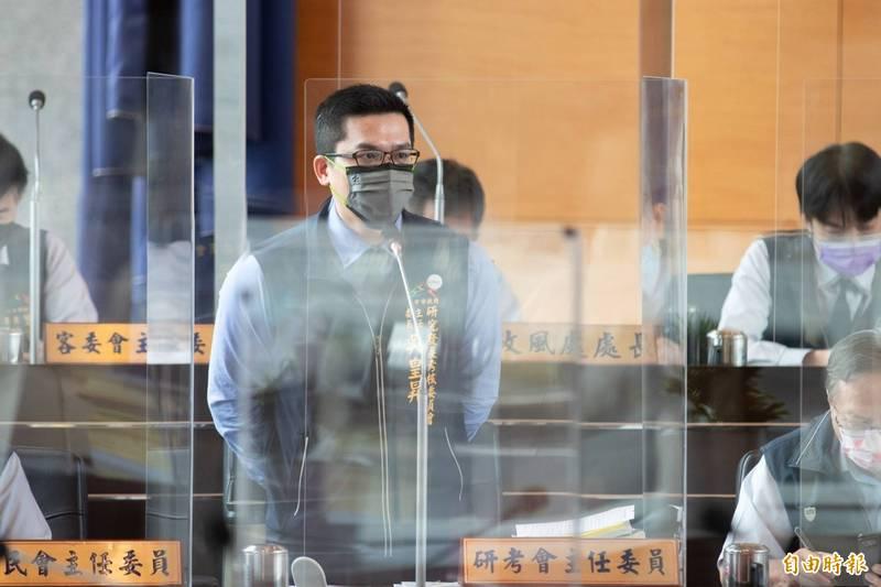 中市要舉辦「2021中台灣區域治理論壇」遭批,研考會主委吳皇昇表示,該論壇是為深化中部7縣市合作。(記者蘇金鳳攝)