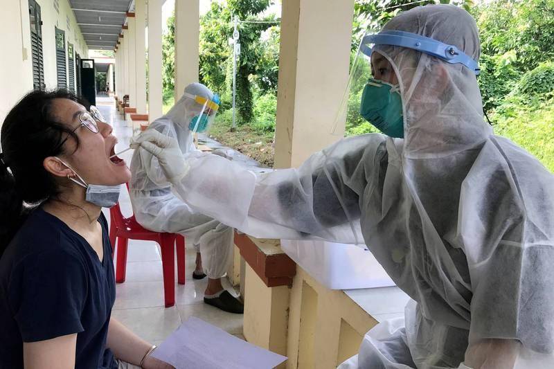 有網友今(8)日在臉書發文表示,他看到越南受Delta變種病毒影響嚴重,因此呼籲台灣民眾「中秋連假避免烤肉群聚」。(示意圖,路透資料照)