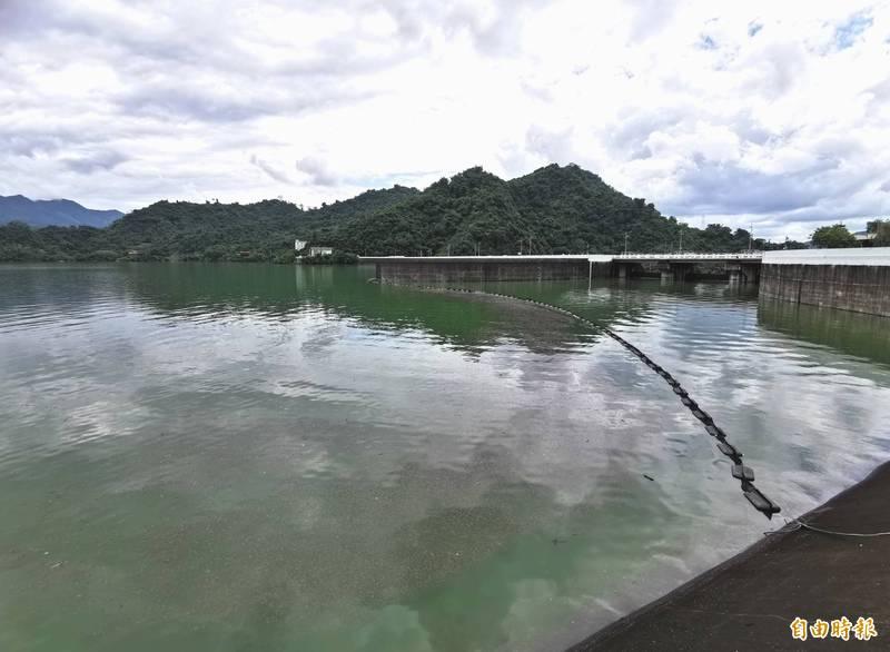 國內規模最大的曾文水庫,目前接近滿水位。(記者吳俊鋒攝)