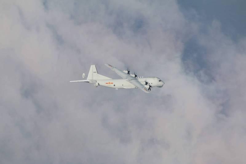 國防部發布今天擾台的共軍「運8」反潛機同型機照片。(國防部提供)
