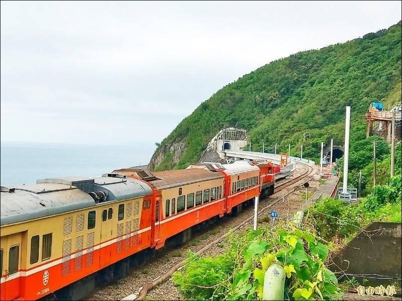 受璨樹颱風來襲,台鐵南迴線下午過後將陸續停駛,花東線晚間也停駛。(資料照)