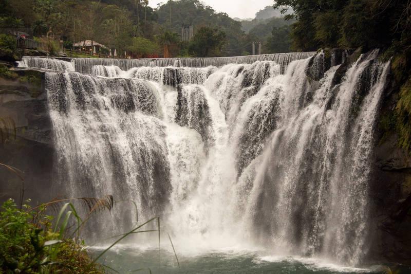 十分瀑布公園明天停止開放入園。(新北市政府觀光旅遊局提供)