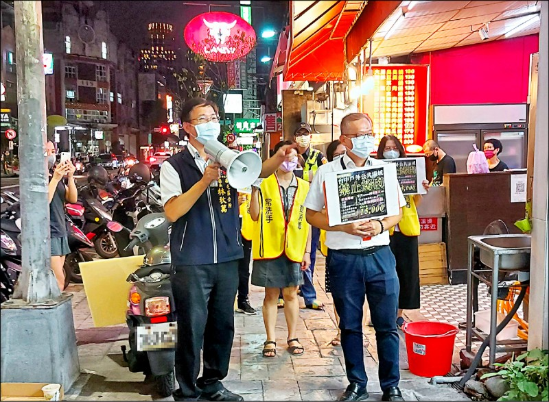 今年中秋中市禁騎樓烤肉,市府出動「騎樓巡查隊」了。(市府提供)