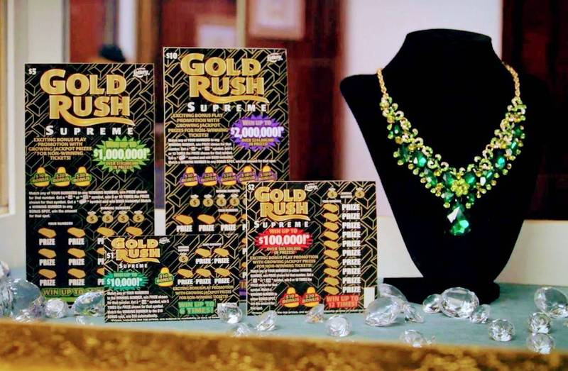 美國佛州男子在和妻子一起開設汽車維修店當老闆的首日,買了「淘金熱至尊(Gold Rush Supreme)」竟刮中100萬美元(約新台幣2766萬元)的頭獎。(圖擷自「Florida Lottery」YouTube頻道)