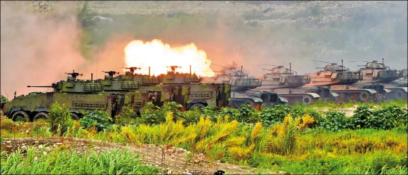 軍事學者蘇紫雲昨受訪認為,國軍應抱持開放態度,邀請友盟軍方來觀察我國軍演,這也是確立「軍事信心建立措施」(MCBM)的一環。圖為去年漢光演習甲南海灘「三軍聯合反登陸作戰」實彈操演。(資料照)