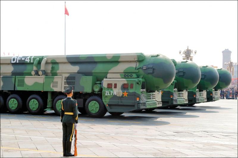 光是今年以來,商業衛星拍攝的影像便披露,解放軍火箭軍正在多個地點興建至少三四六座新的飛彈發射井。每個發射井都可能配置可攜帶十枚彈頭的新型號東風-41型洲際彈道飛彈(ICBM)。(路透檔案照)