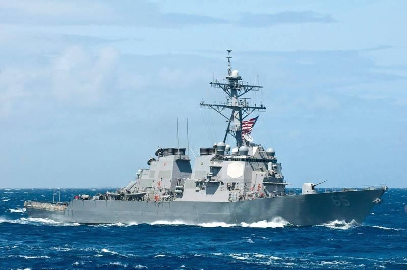 美軍公布「班福特號」神盾驅逐艦通過台海的畫面,指稱是最近一週的新動態,挑戰中國9月1日生效的《海上交通安全法》。(圖擷取自美國第七艦隊官網)