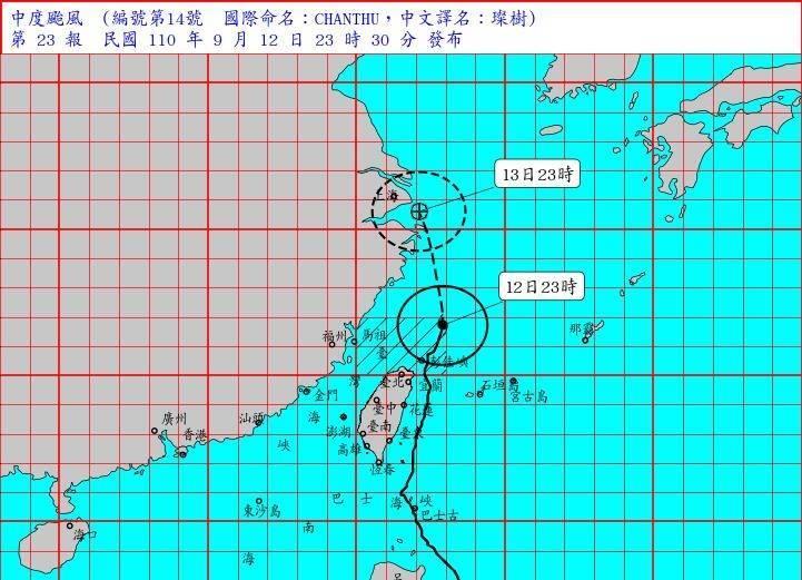 氣象局今天(12日)23時觀測,璨樹中心位置在北緯 26.7 度,東經 122.9 度,即在台北的東北方約 230 公里之海面上。(中央氣象局提供)