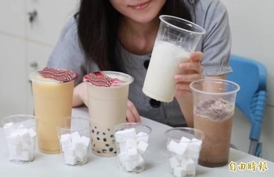 有網友昨日發文表示,他訂購了品名為「特調冷飲」的55元飲品,沒想到竟裝著普通的「冬瓜茶」。示意圖,與本新聞內容無關。(本報資料照)