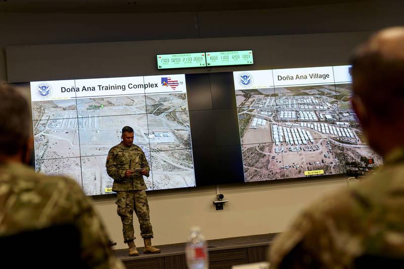 美國撤軍阿富汗,部分難民跟隨美軍逃往美國,美國政府對媒體展示美軍為阿富汗難民搭建的臨時住所,大批難民將先待在該處,在接受醫療與安全檢查後才能展開新生活。(美聯社)