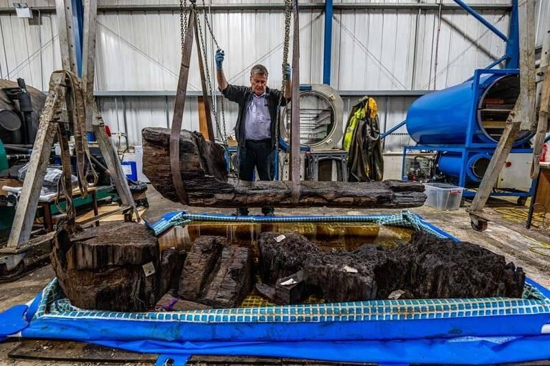 英國林肯郡的一處高爾夫球場早先在整修時意外發現一具有大約4千年歷史的棺木,在經過考古學家協助修復後,發現棺木內有一具男性遺骸,且生前應該地位顯赫。(圖擷自York Archaeological Trust)