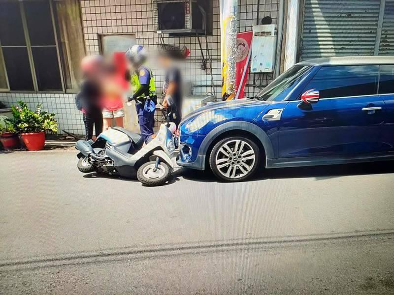 沙鹿區汽車與機車碰撞事件引起議論。(民眾提供)