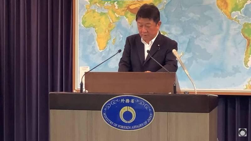 日本外相茂木敏充今(14)日上午宣布將再援贈50萬劑AZ疫苗予台灣抗疫。(翻攝自外務省直播)