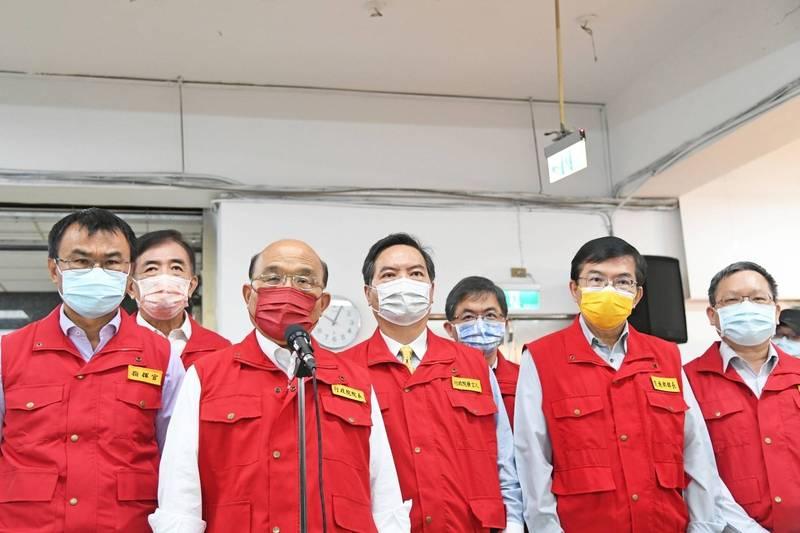 行政院長蘇貞昌指第二劑疫苗中央防疫人員僅1700人施打。(圖為行政院提供)