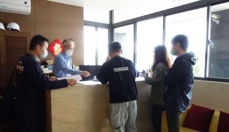 中秋連假,台中市觀旅局呼籲民眾旅遊應慎選合法旅宿。(觀旅局提供)