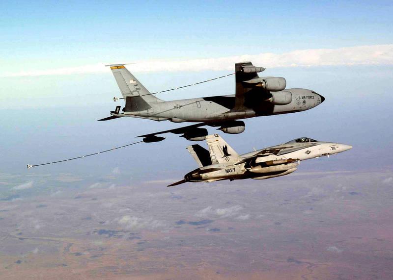美國空軍研究實驗室表示,作戰任務要成功,保護空中加油機等「高價值空中資產」是必要的。示意圖。(歐新社檔案照)