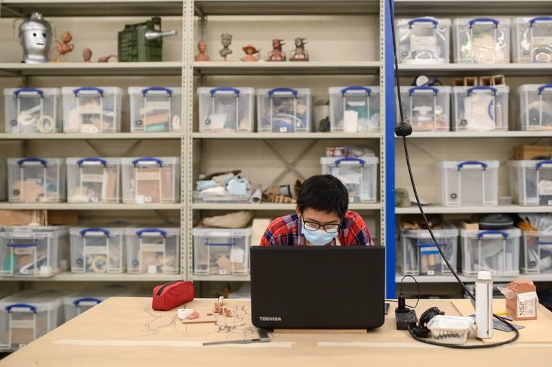 英國《泰晤士報》指出,部分中國留學生受疫情影響,使用阿里巴巴所提供的虛擬私人網路參與線上課程。示意圖,與本文無關。(法新社)